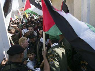 Palestinci si připomněli druhé výročí úmrtí Jásira Arafata