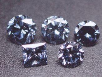 Diamant si můžete také nechat zasadit do šperku.