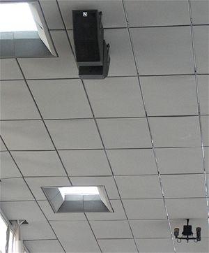 Součástí nové odbavovací haly je informační a kamerový systém