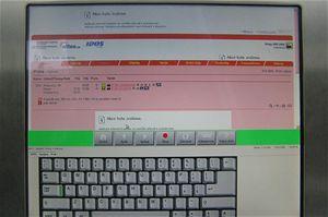 Můžete tlačítkem zapnout klávesnici, abyste mohli napsat název místa odjezdu a příjezdu. Navíc se nezobrazuje reklama. Na fotografiích vidíte, že jsem za redakci Technetu ověřil funkčnost systému