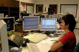 Operátorka ovládá veškerý informační systém stanice. Pro jednotlivé hlášení sestaví a zkontroluje obsah, protože každý den je zcela jiná dopravní situace