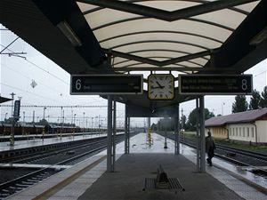 Na fotografii je u sloupu vidět vrchní přednosta stanice Ing. Radovan Šindlář