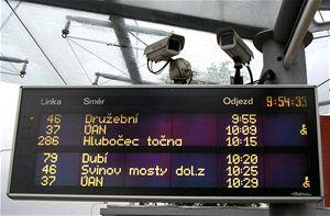 Pro informování cestujících autobusových linek, které dopravně obsluhují nádraží vOstravě Svinově, slouží informační tabule Elektročas. Kamery jsou napojeny na Městskou policii
