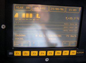 Druhá možnost jízdy sPendolinem  je manuální řízení.  Skutečnou rychlost sleduje strojvedoucí na dvou displejích
