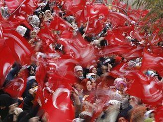 Protest proti papeži v Istanbulu