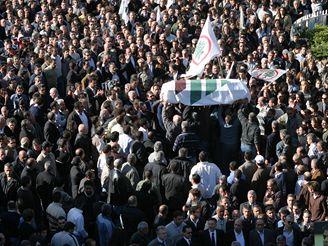 Dav na náměstí mučedníků.