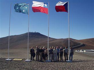 Česká delegace u České, Chilské a ESO vlajky