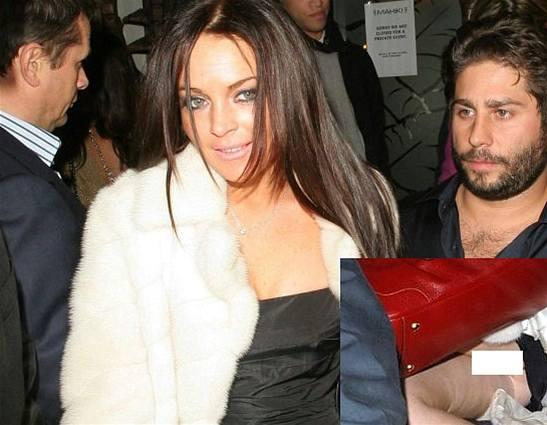 Lindsay Lohanová míří bez spodního prádla do restaurace Nob