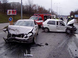 nehoda fabie a mercedesu v Brně