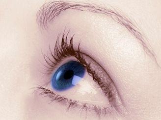 S obtížemi s kontaktními čočkami se nebojte svěřit svému lékaři.