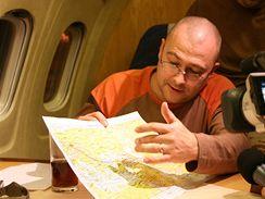 Martin Bartak nad mapou