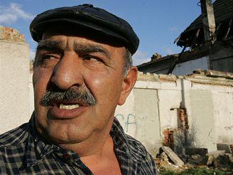 """SPRÁVCE. Jan Cirok správcuje lokalitě už tři roky. Na některé obyvatele má spadeno. """"Ale přece je nepůjdu mlátit,"""" říká."""