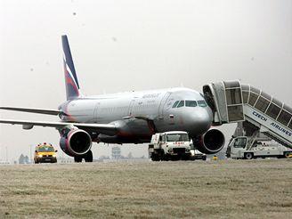 Unesené ruské letadlo na letišti v Praze