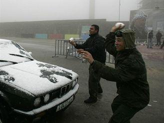 Příslušníci Abbásovy bezpečnosti se koulují v Ramalláhu.