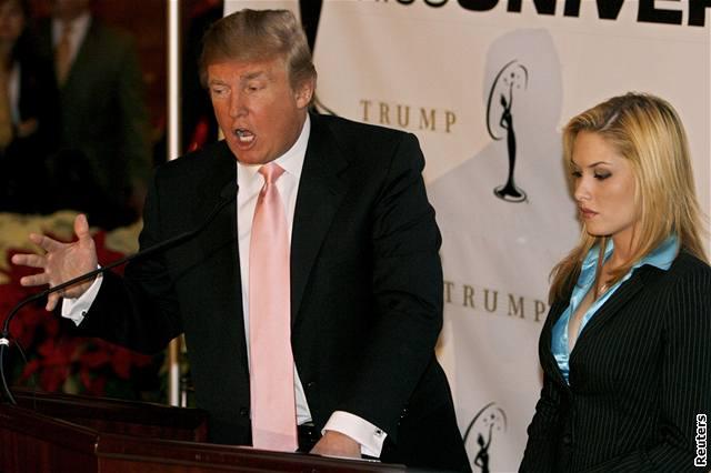Donald Trump a Miss USA Tara Connerová na úterní tiskové konferenci