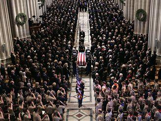 Katedrálu ve Washingtonu zaplnili smuteční hosté