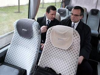Bývalý a současný předseda KDU-ČSL seděli společně po jmenování vlády