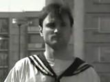 Ivan Langer v klipu kapely Mňága a Žďorp
