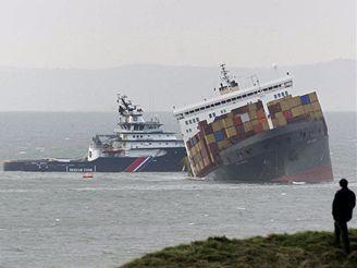 Ztroskotaná nákladní loď u anglického pobřeží