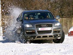Audi Q7 v akci, za volantem Alice Bendová