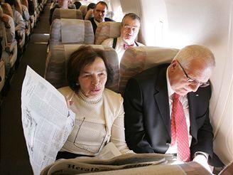 Prezident Klaus musel využít na cestě do Hirošimy komerční let