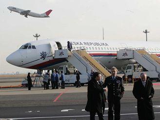 České vládní letadlo v Tokiu