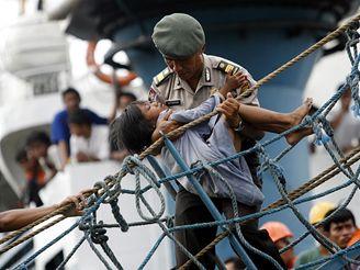 Požár indonéského trajektu