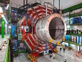 Instalace obřího magentu pro urychlovač částic v CERNu