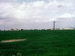 Zelená louka v Praze na Zličíně počátkem 90.let, dnes tu stojí Ikea a Tesco
