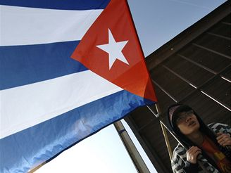 V symbolické cele na Václavském náměstí vyjadřují lidé podporu kubánským vězňům.
