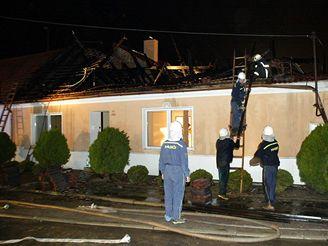 Požár tří domů v Miroslavi