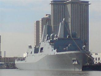 USS New Orleans v přístavu