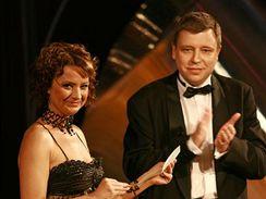 Ceny Týtý 2006 - Jolana Voldánová a šéf zpravodajství ČT Zdeněk Šámal