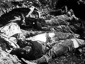 Exhumace Němců z masového hrobu v Postoloprtech.