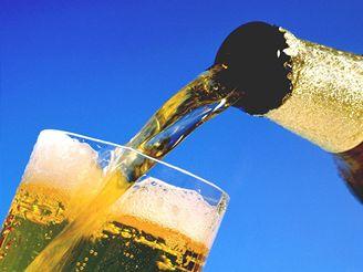 Díky popíjení piva studentům stoupl počet bílých krvinek a tím odolnost vůči nemocem.