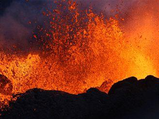 Erupce sopky na ostrově Réunion