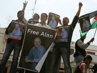Palestinští novináři žádají svobodu pro svého britského kolegu Alana Johnstona