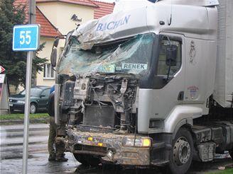 kaplička zničená po nárazu kamionu