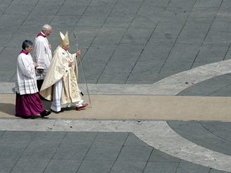Mše k narozeninám papeže Benedikta XVI.