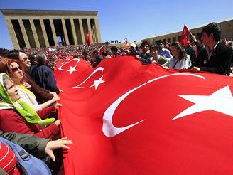 Demonstrace proti Erdoganovi v Ankaře