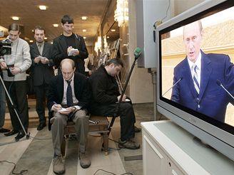 Novináři sledují Putinův poslední projev o stavu země