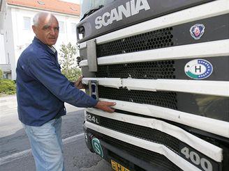 Poničený maďarský kamion