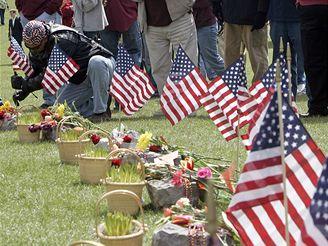 Lidé po celých USA si připomněli oběti masakru z Virginie
