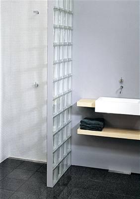 Zápach z odpadu sprchový kout