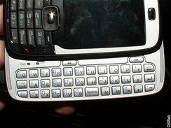 HTC Vox s vysunutou klávesnicí