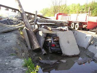 cvičení hasičů při simulované nehodě