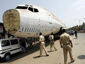 Obyvatelé Bombaje si uvykají na novou atrakci rušného města.