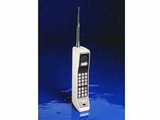 Motorola se může pyšnit prvním mobilním telefonem na světě – modelem DynaTAC.