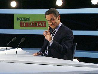 Kandidát Sarkozy v televizním studiu