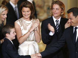 Nicolas Sarkozy s rodinou po inauguraci do prezidentského úřadu
